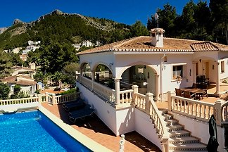 Villa with lots of space and huge pool