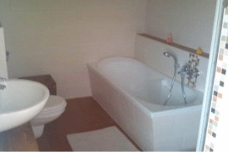 Bad mit Wanne/ Dusche