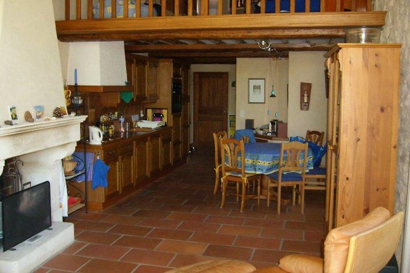 Wohnzimmer - Blick Richtung Küche