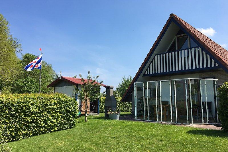 Friesje, Blick auf Terrasse mit Windfang