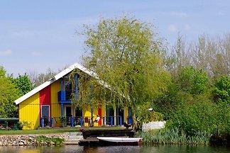 Skandinavisches Ferienhaus am See