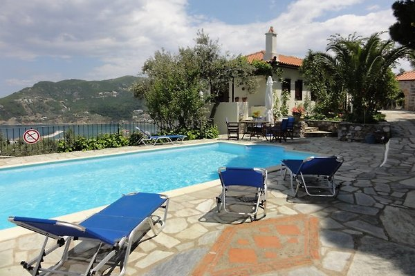 Villa Kamares en Skopelos - imágen 1