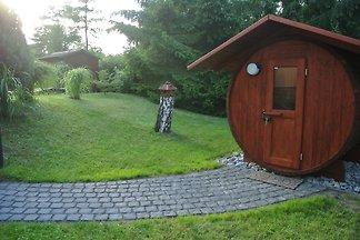 Ferienhaus am See mit Saunafass