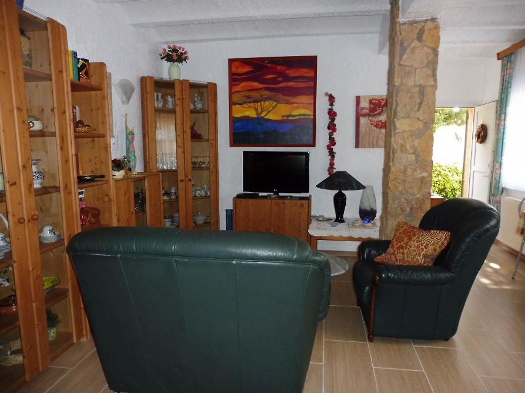 Casa wello untere wohnung ferienwohnung in pals mieten for Wohnzimmer 4m