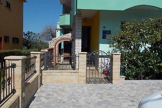 Lux Villa Apartments Benak