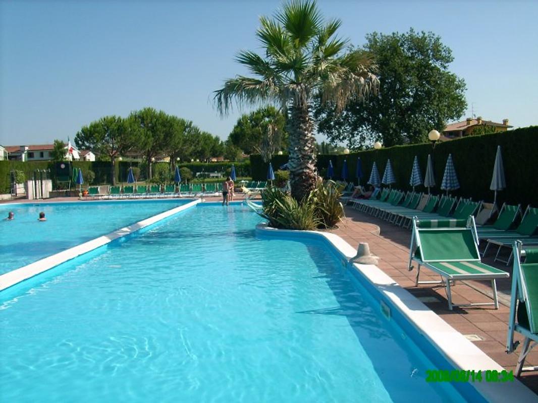 Residence vigneti del garda cola 39 casa vacanze in col - Residence lago di garda con piscina ...