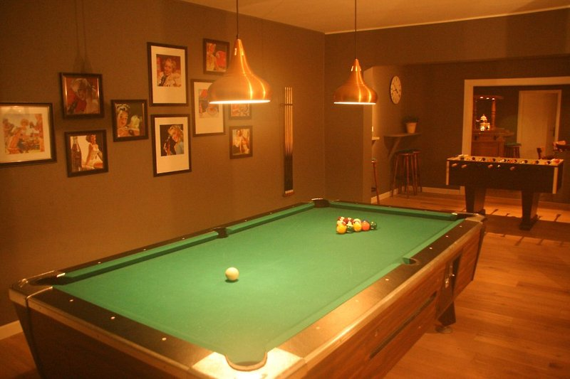 Bar mit Poolbillard