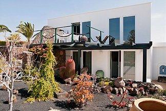 Geschmackvolles, helles Haus in mondänem Ambiente