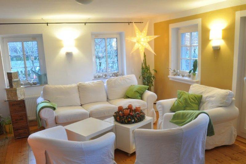 Geräumiges Wohnzimmer mit optionaler Schlafcouch